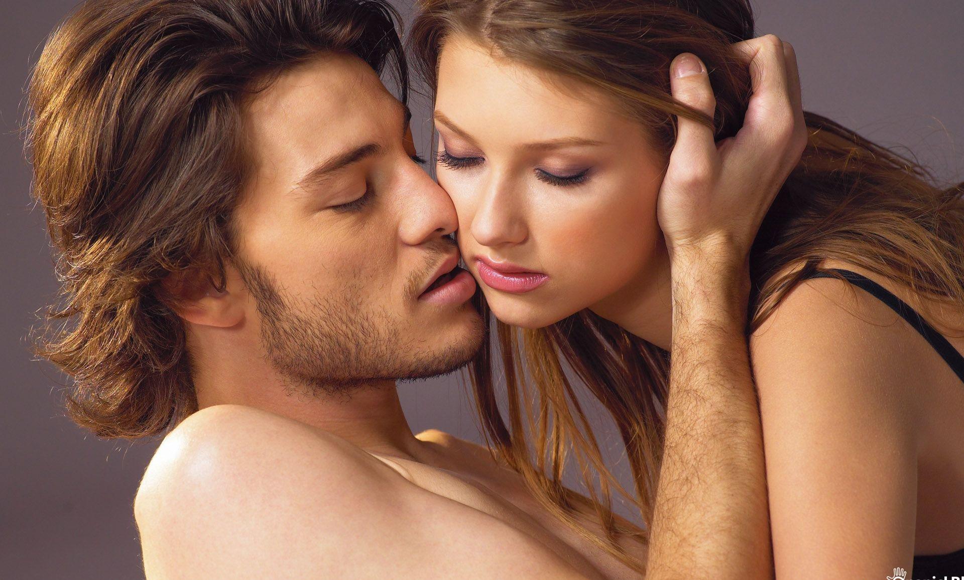 женщины занимаются сексом